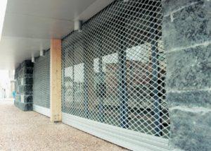 Les Manœuvres  des rideaux métalliques