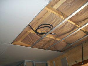 Tout savoir sur le choix de matériaux de faux plafond