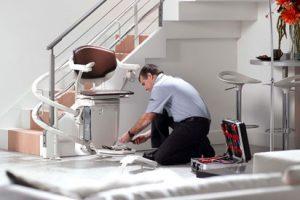Réussir le nettoyage d'un monte-escalier