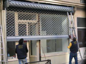Comment réussir l'entretien d'un rideau métallique ?